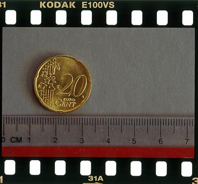 Vid avbildningskala 1:2 avbildas en yta p� 72 x 48 mm.
