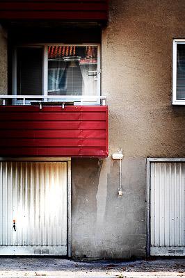 Fasad röd balkong