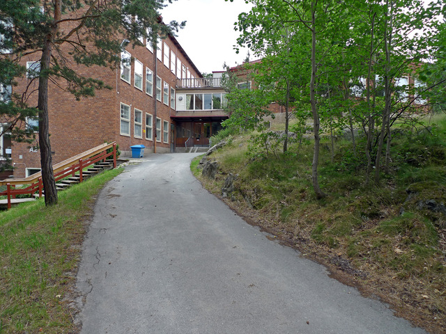 Entrén till skolans aula P1020284