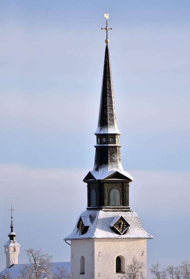 Lindesbergs Kyrka med lite pudersnö DSC_0785