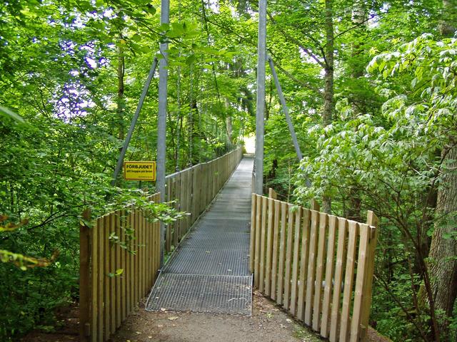 En hängbro som leder till Appertin