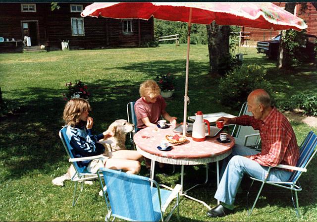 089Heléne och Susanne på Drabo 1984