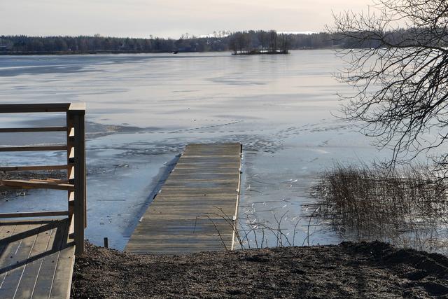 Det ligger en del is kvar på Lindesjön P1020763