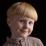 Studioporträtt av pojke