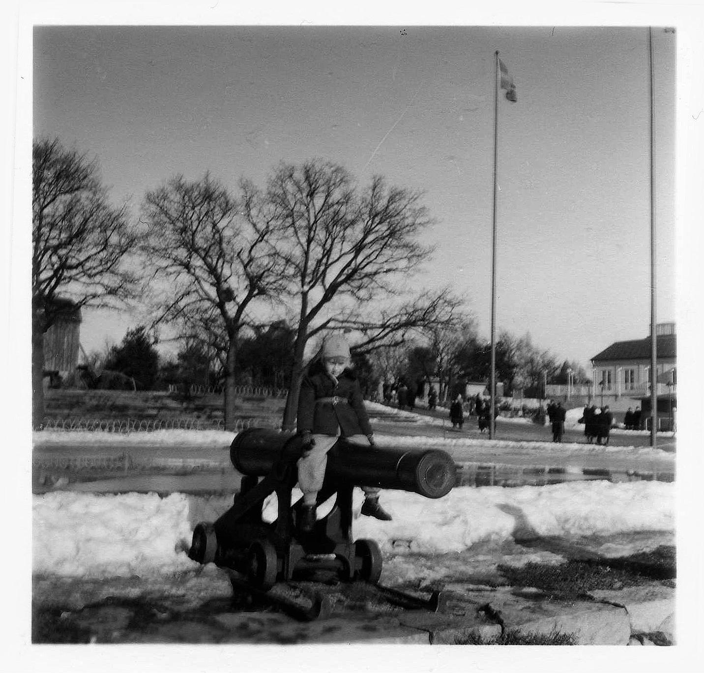 Min bror Lasse på Skansen 1953
