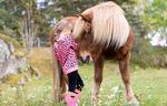 En flicka och sin häst