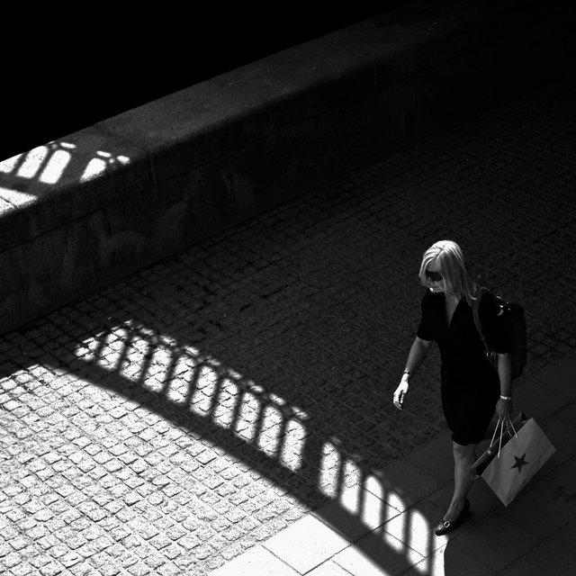 Kvinna i broskugga