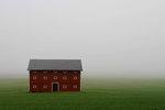 Regnet o dimman ligger tät på Östgötaslätten