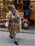 Camouflageklädd kvinna.