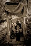 Fotografen själv på utetoaletten som hörde till vårt hus i Guptu Ganga