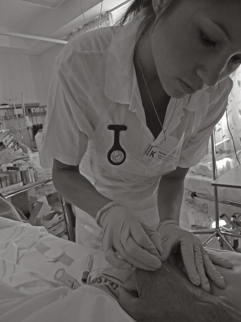 Syster-Therese-tar-blodprov-på-mig-Thoraxkliniken-i-Solna-2009