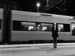 En tjej och ett tåg
