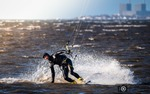 En häftig sväng, kitesurfining