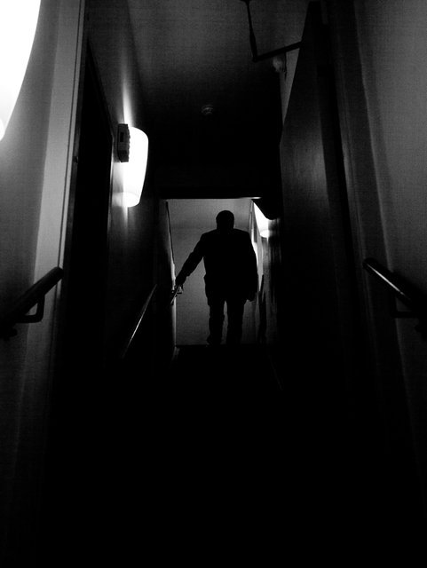 Mörk trappa