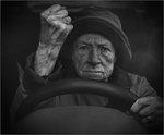 Ilsken kärring i bil