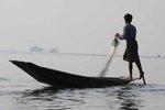 Leg-row Inle Lake Burma