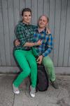 Det gröna och rutiga paret.