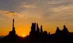 Soluppgång över Monument Valley