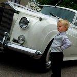 Grabb framför limousinen